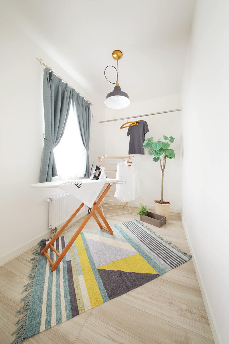 インターデコハウス札幌ブルーのタイルがさわやかな北欧フレンチの家【北広島市】