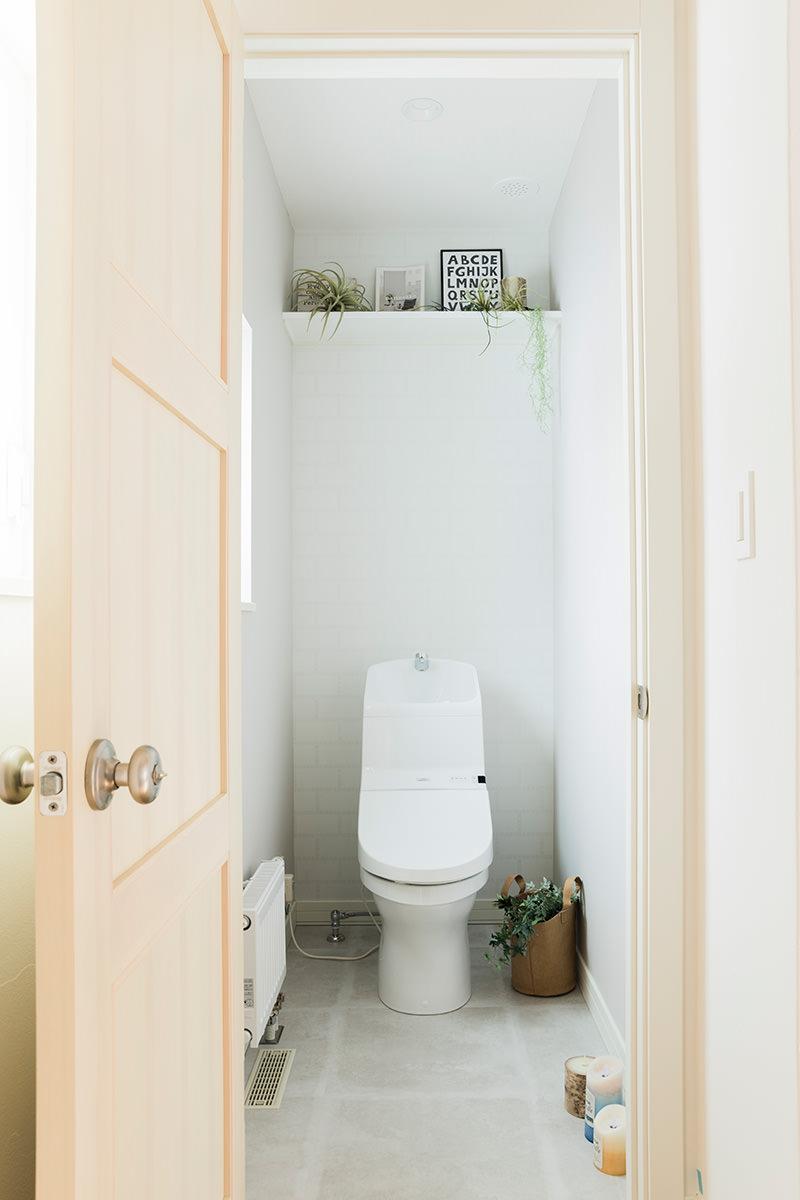 シンプルでさわやかなトイレ