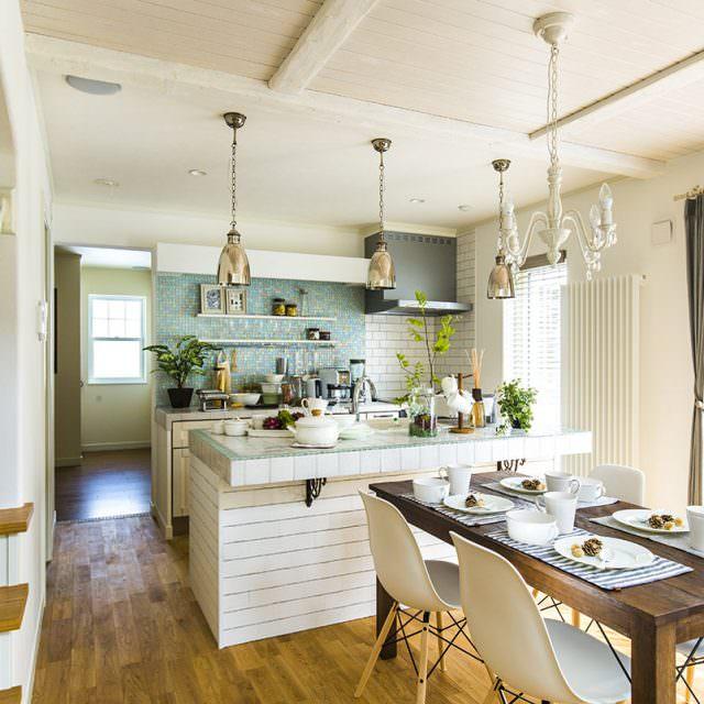 作業スペースが広いアイランドキッチン