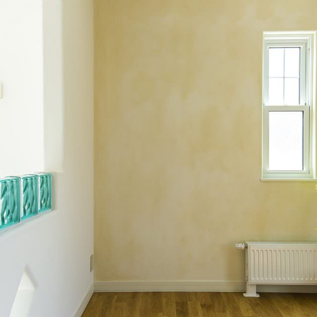 ヨーロッパをイメージした味わい深い塗り壁