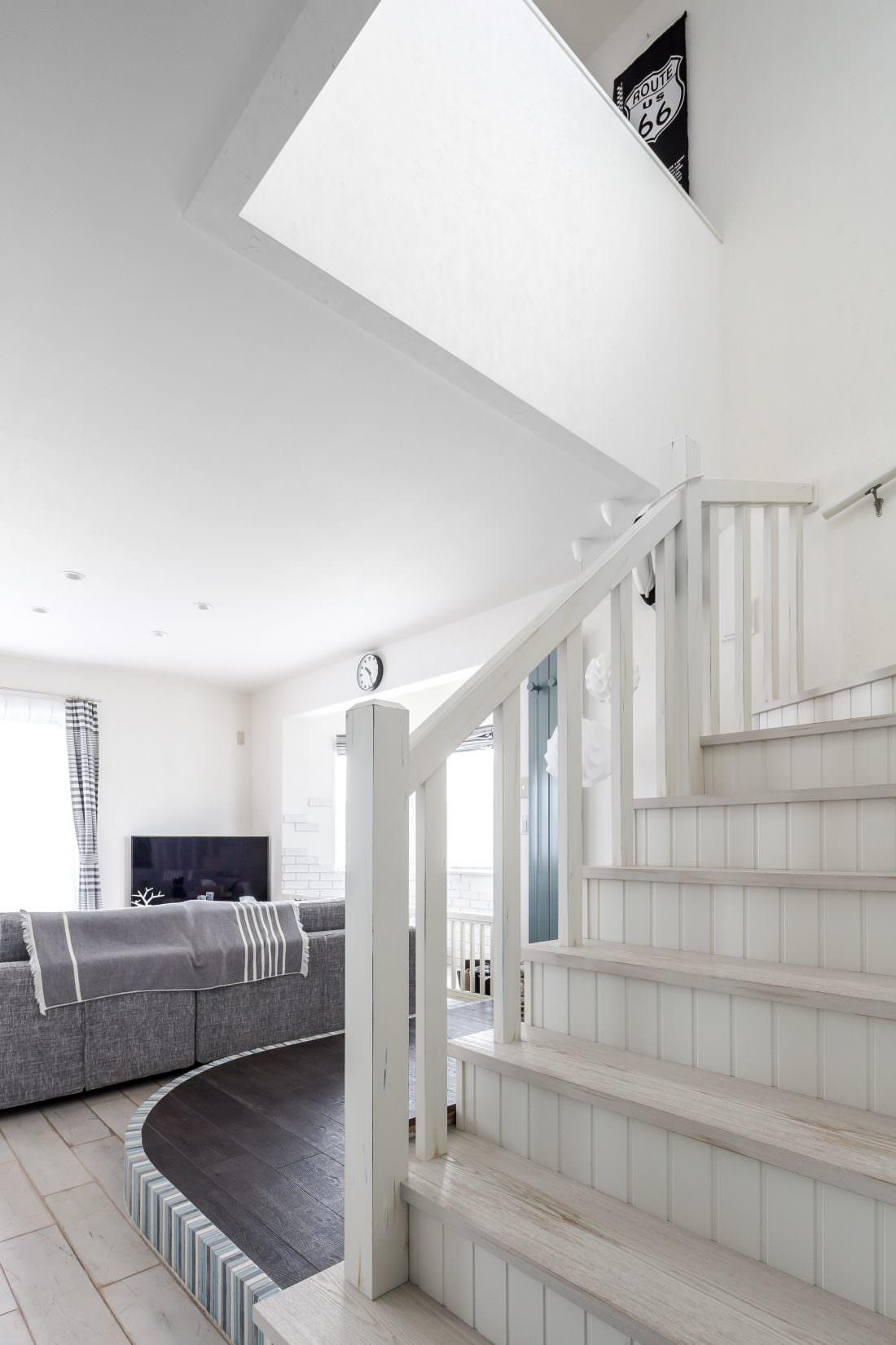 注文住宅事例 アンティーク塗装で仕上げた階段