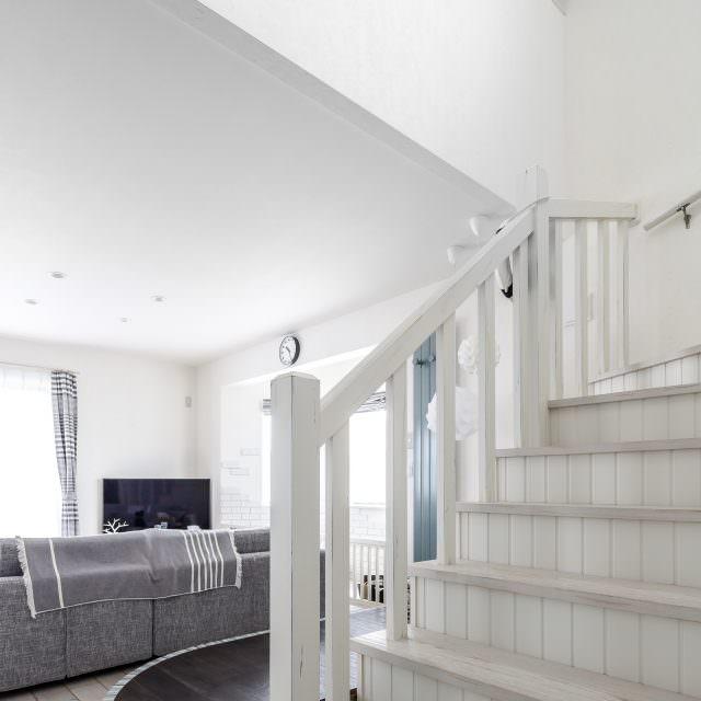 アンティーク塗装で仕上げた階段
