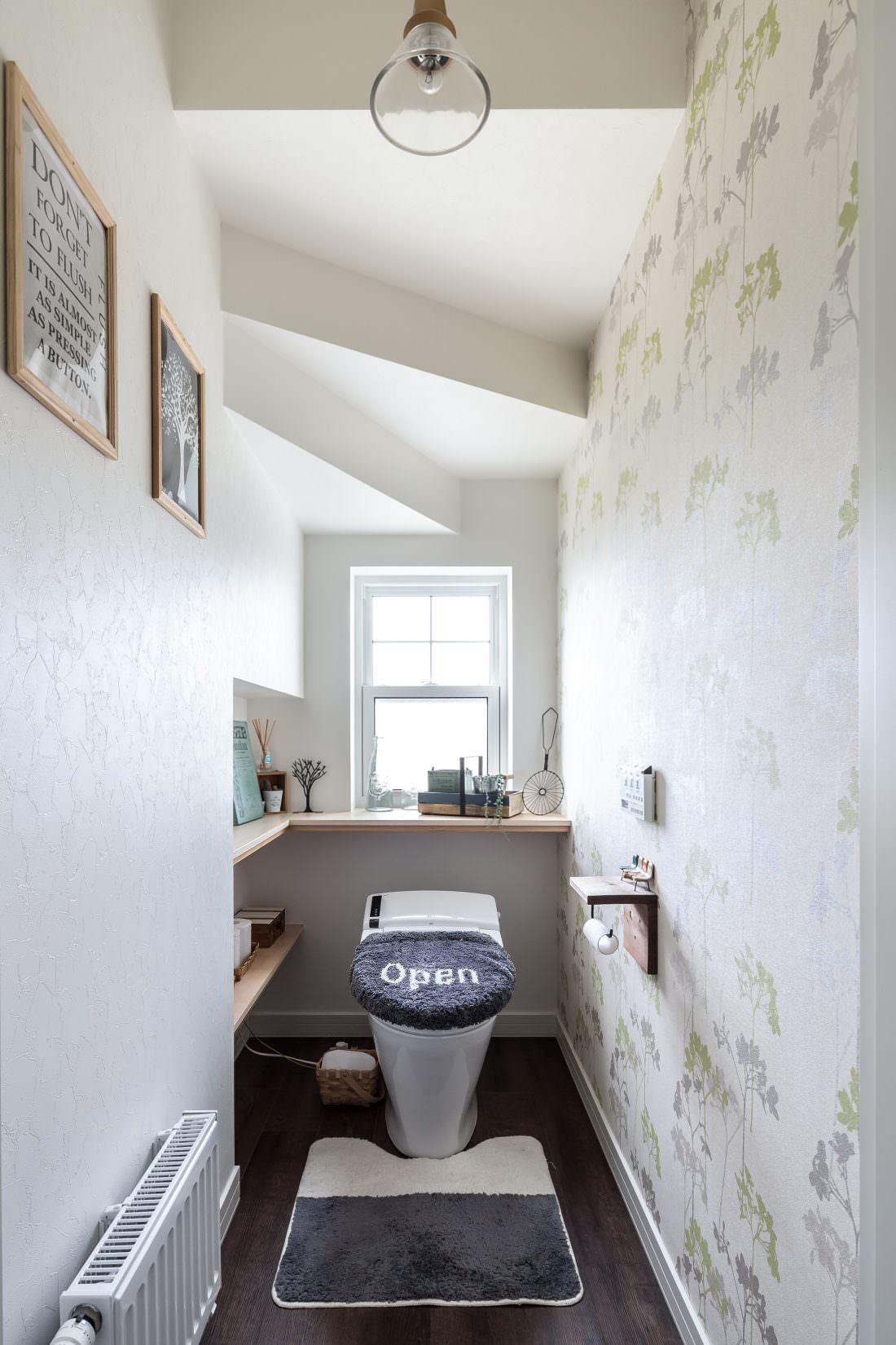 注文住宅事例 階段下を上手に利用したさわやかなトイレ