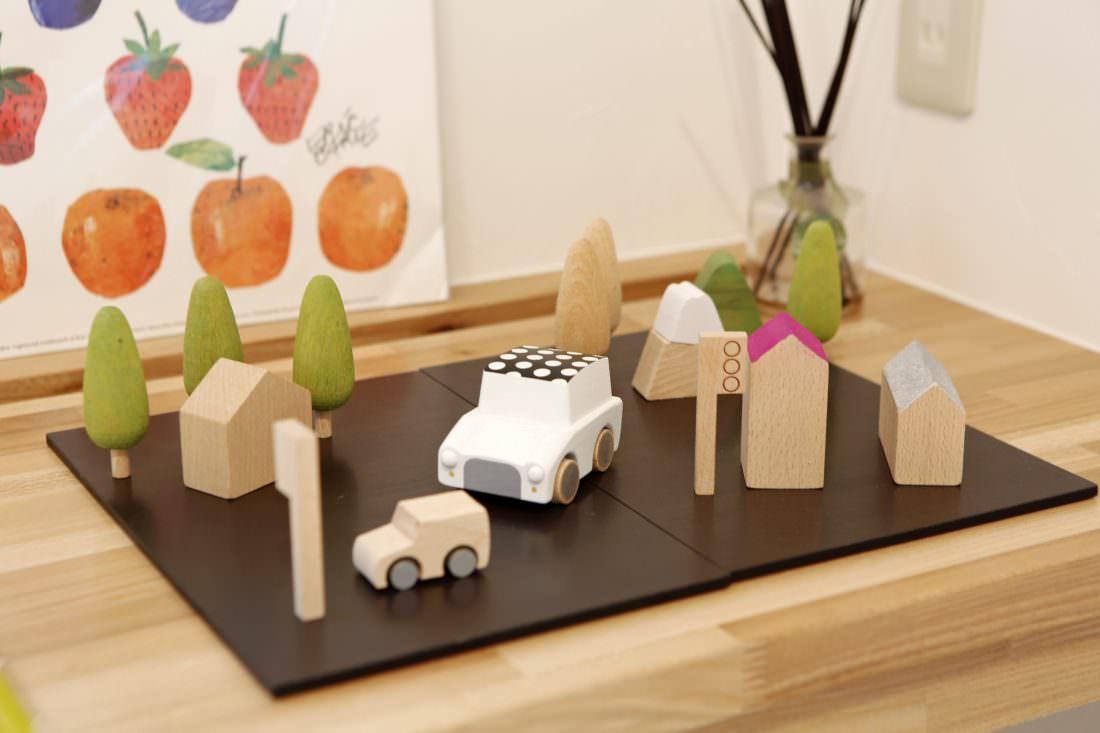 北欧風の木のおもちゃが優しい空間を演出