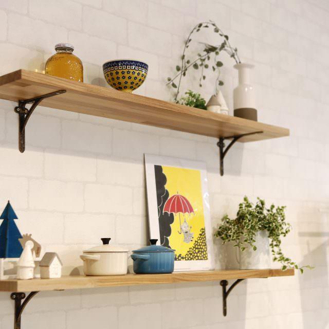 キッチンの飾り棚には北欧雑貨をディスプレイ