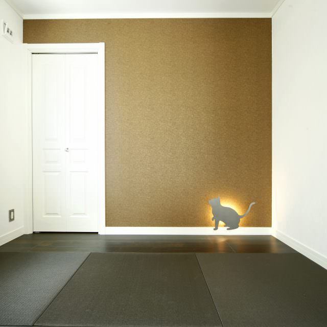 CATの形をしたフットライトがかわいい和洋室