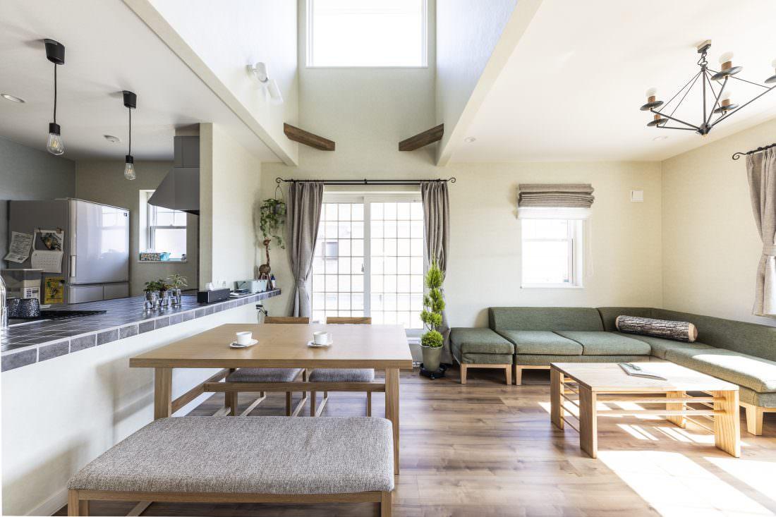 新築注文住宅インターデコハウスのリビングダイニング施工事例写真