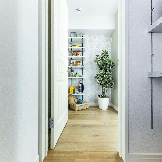 玄関からパントリーやキッチンに直接行ける2way動線が人気