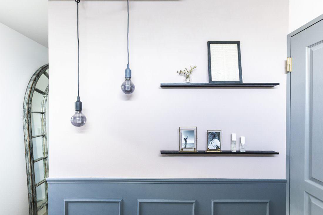 アートのような壁がおしゃれなパウダールーム