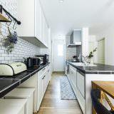 収納たっぷりなおしゃれな北欧デザインのキッチン