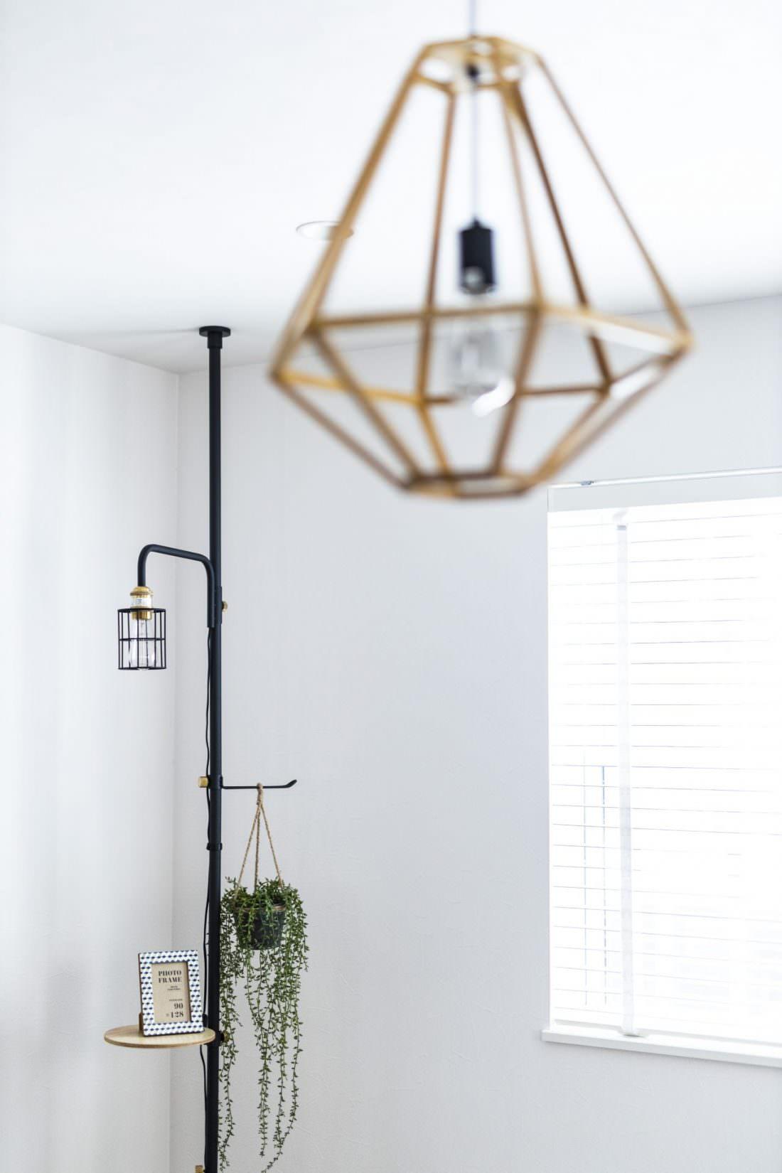 鳥かごをモチーフにした北欧デザインのウッドランプ