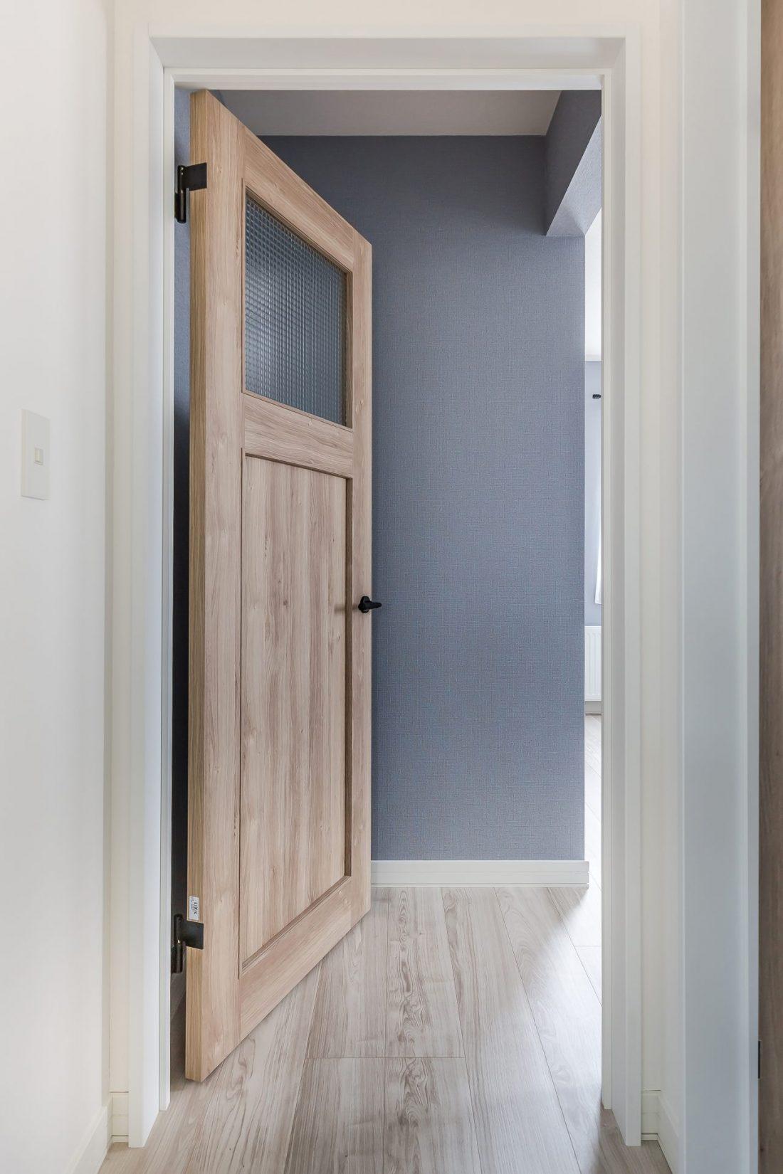 木目調のドアデザイン