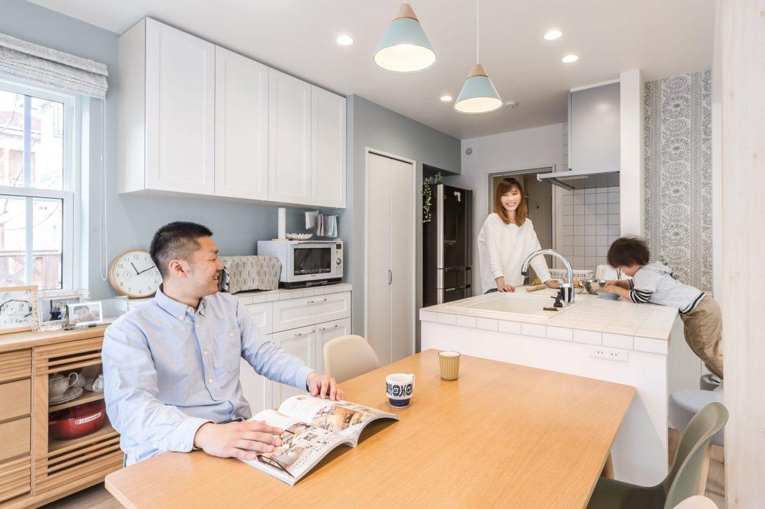 家族の会話がはずむキッチンダイニング
