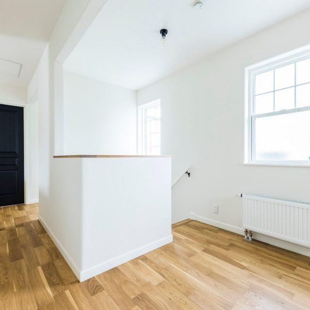全面塗り壁の室内は、何もないホール部分でも海外アパルトメントのようでおしゃれ!