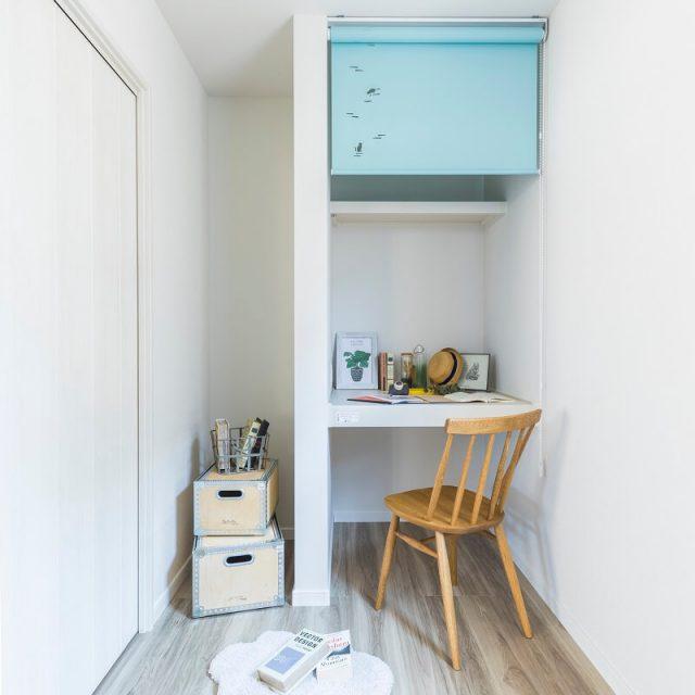 キッチン横のお部屋には、収納兼勉強机にもなるアイディアを取り入れています。